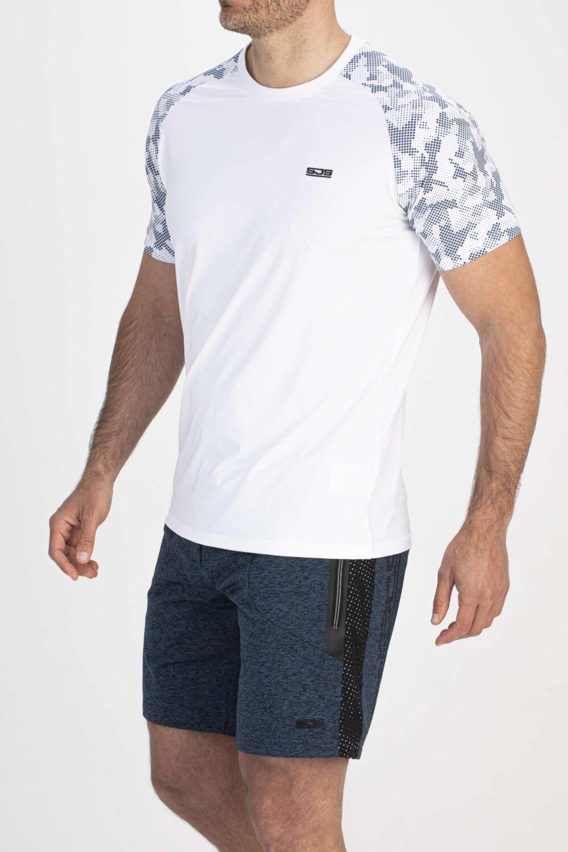 wit sport shirt zijkant man